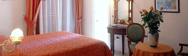 Interno di una camera del Hotel Amleto