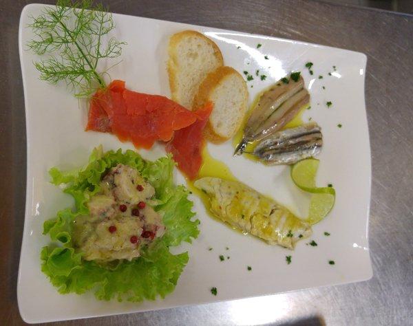 antipasti di pesce con bruschette