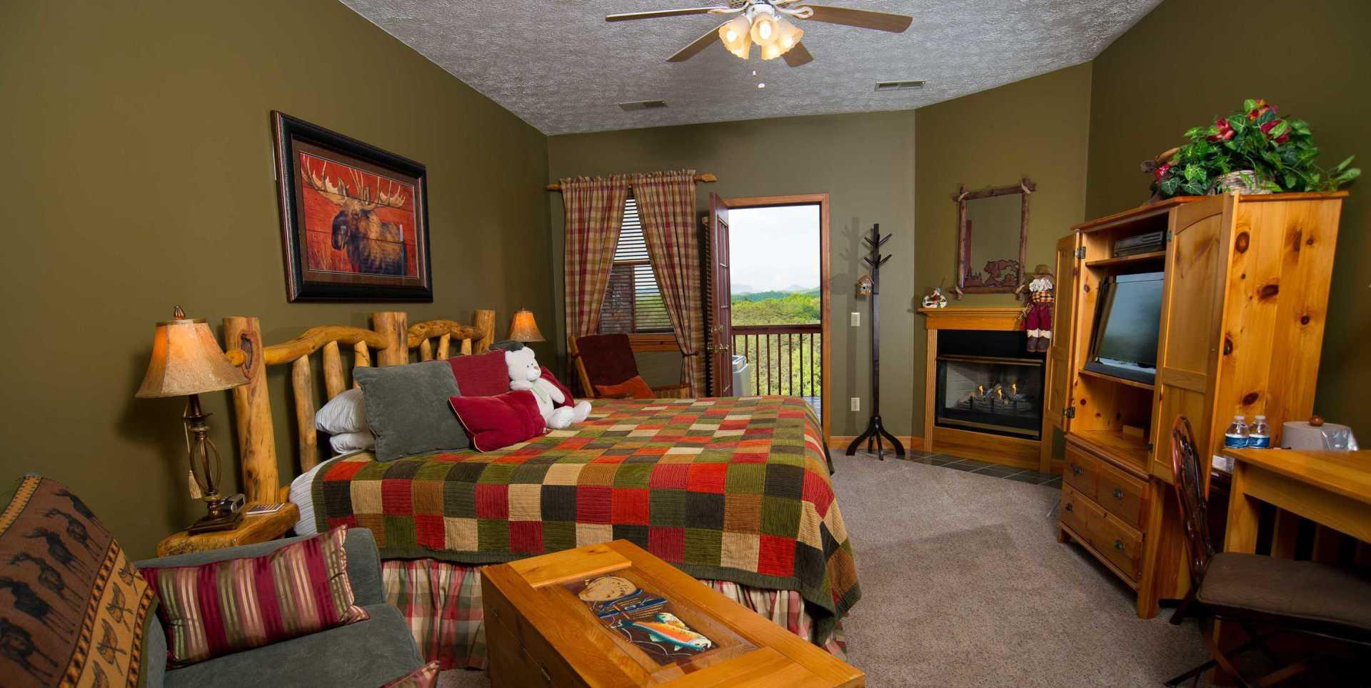 Colorado Springs Sunrise Mountain View Room