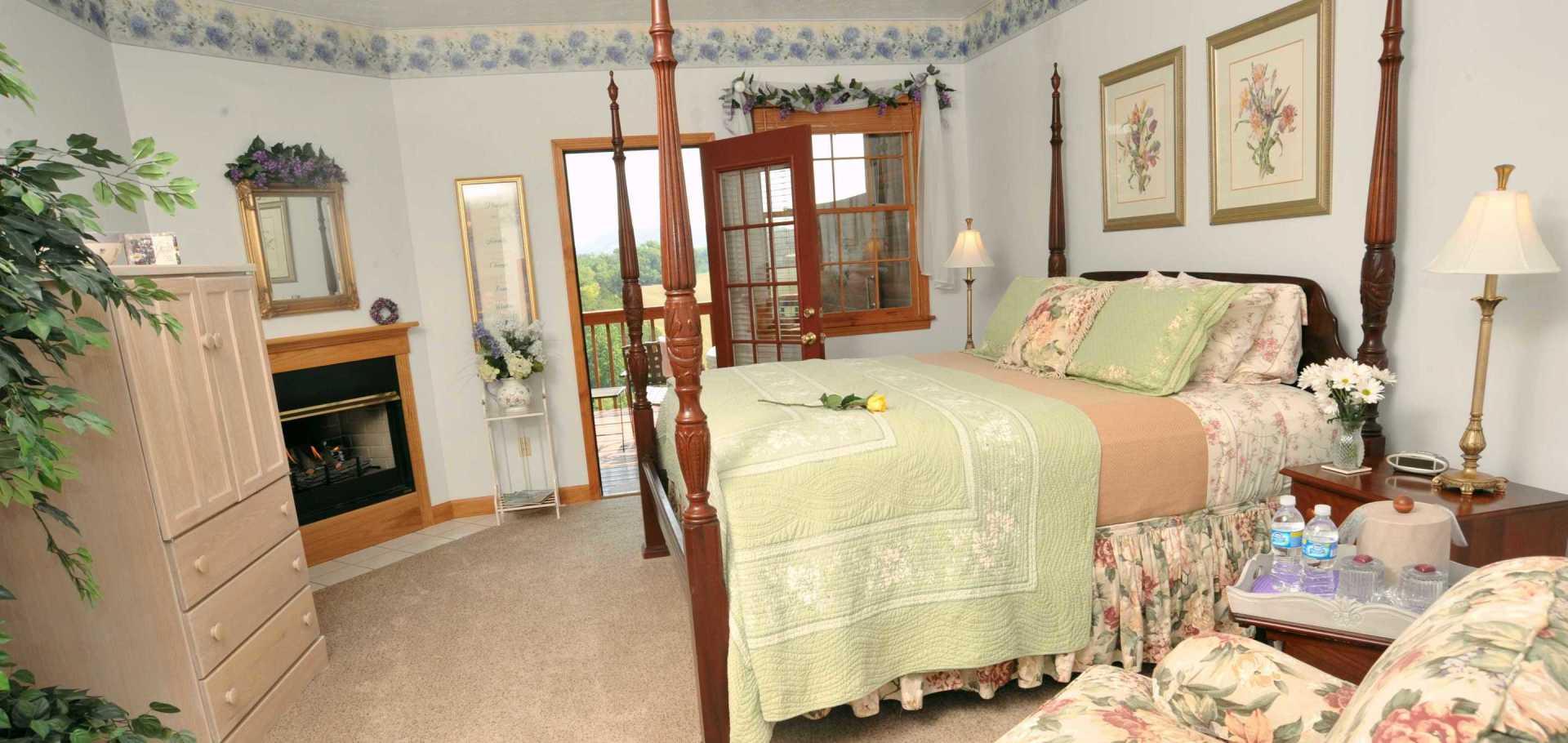 Honeysuckle Springs Sunrise Mountain View Room