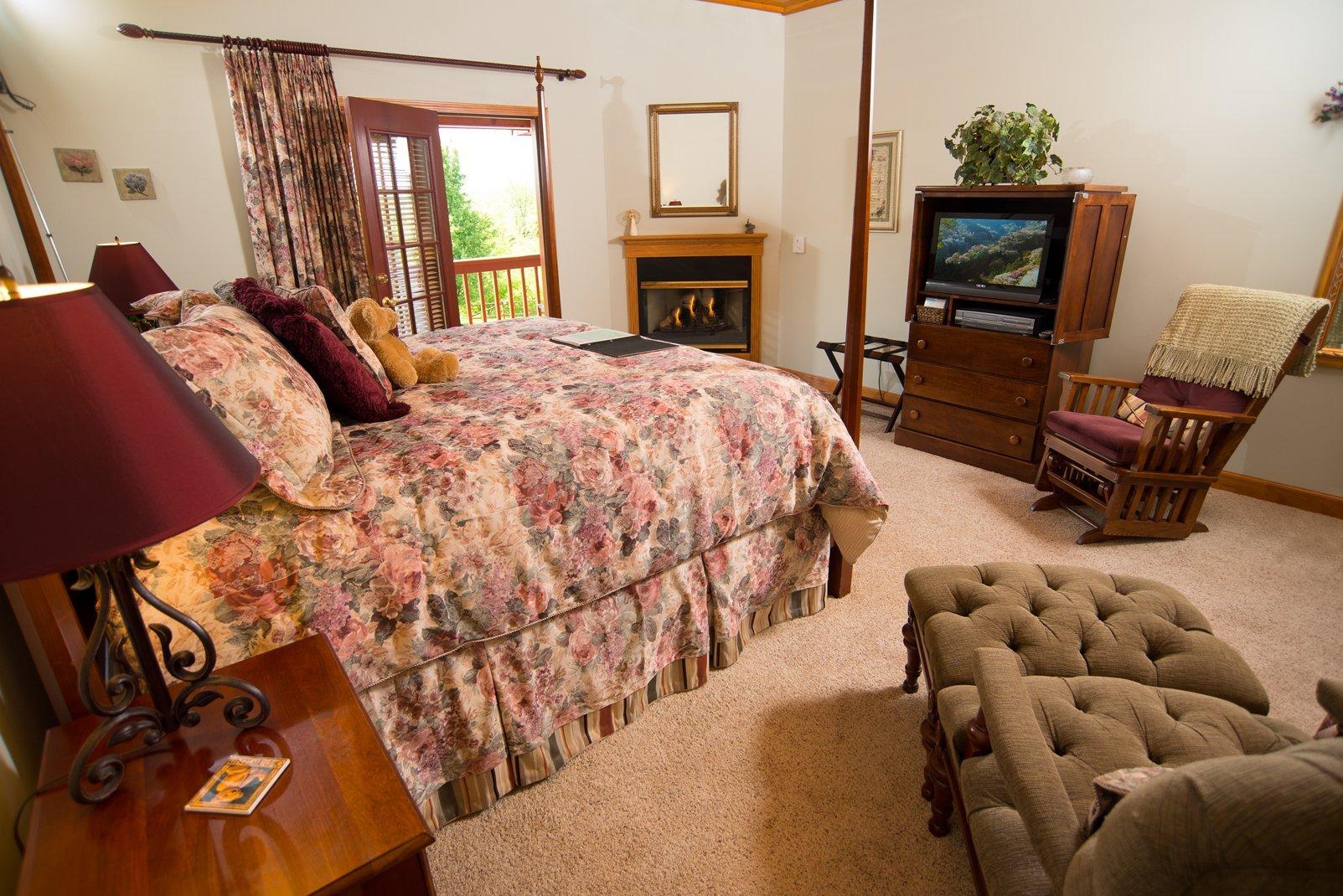 Raspberry Springs King Bed