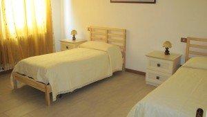 camera da letto doppia in una struttura per anziani