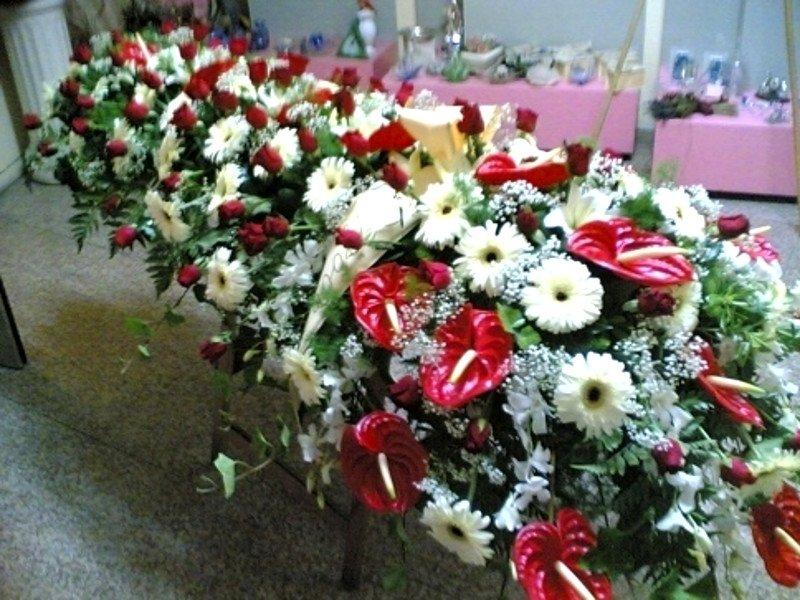 fiori bianchi e rossi