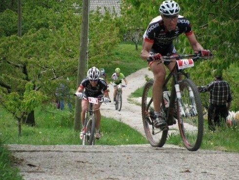 ciclisti in mountain bike