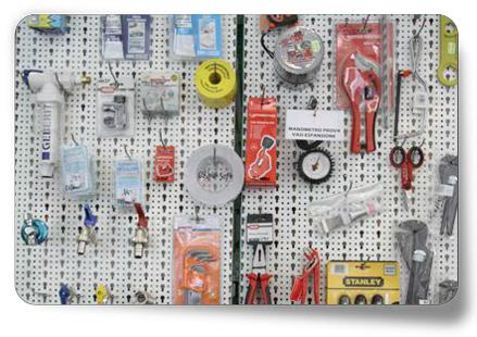 strumenti da lavoro nel negozio