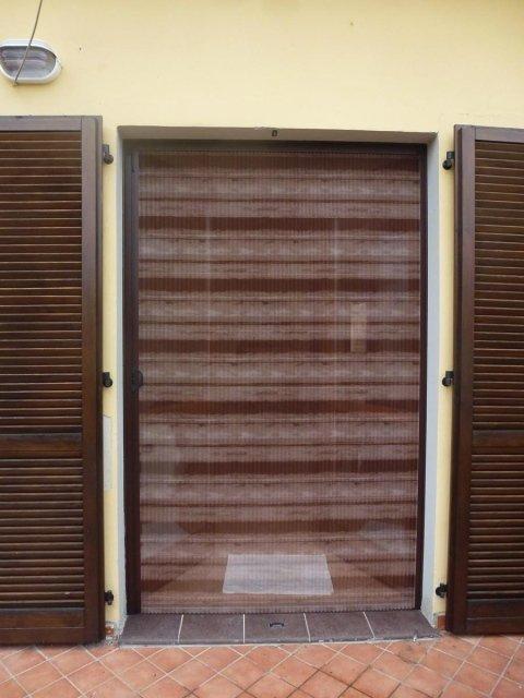 Zanzariere plissettate su misura genova grasso tende - Zanzariere per finestre genova ...