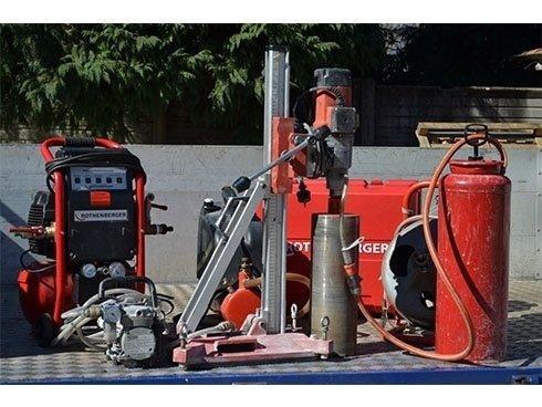 attrezzatura per pulizia impianti e carotatrice per fori in opere murarie