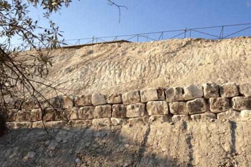 muro contenimento con massi ciclopici