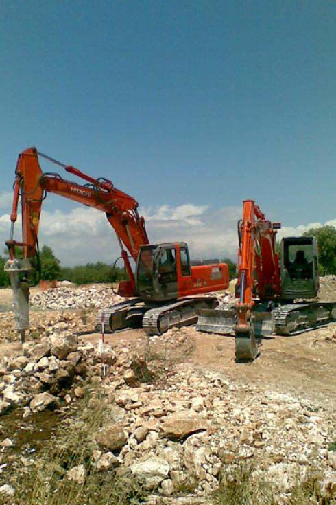 escavatore e perforatore