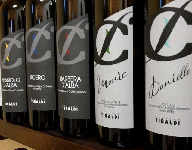 etichette per diversi vini