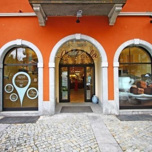 Realizzazione vetrine per negozi