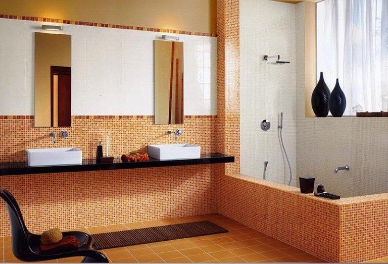 Colorato mosaico in bagno ristrutturato