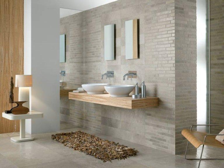 Coppia di lavandini in bagno rivestimento effetto pietra