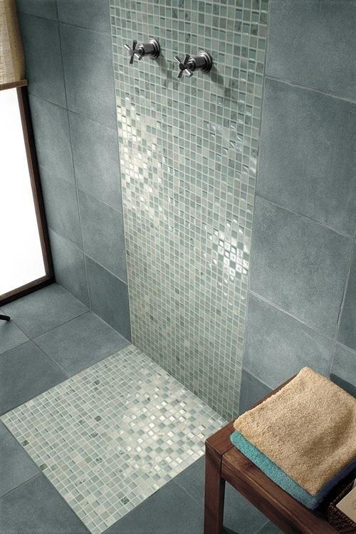 Decorazione psazio doccia in mosaico