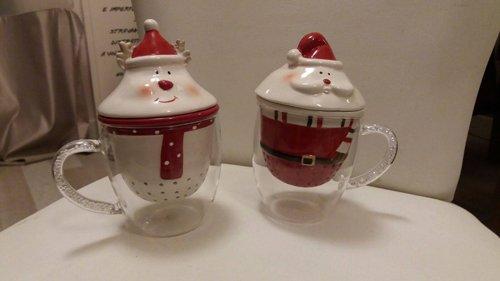 Due tazze in vetro a tema natalizio