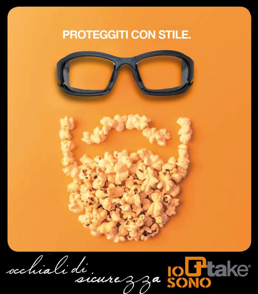 degli occhiali e una barba fatta di popcorn