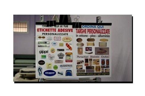 Etichette adesive e targhe personalizzate