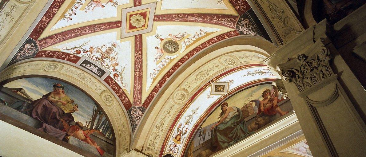 Soffito a volte decorato con affreschi