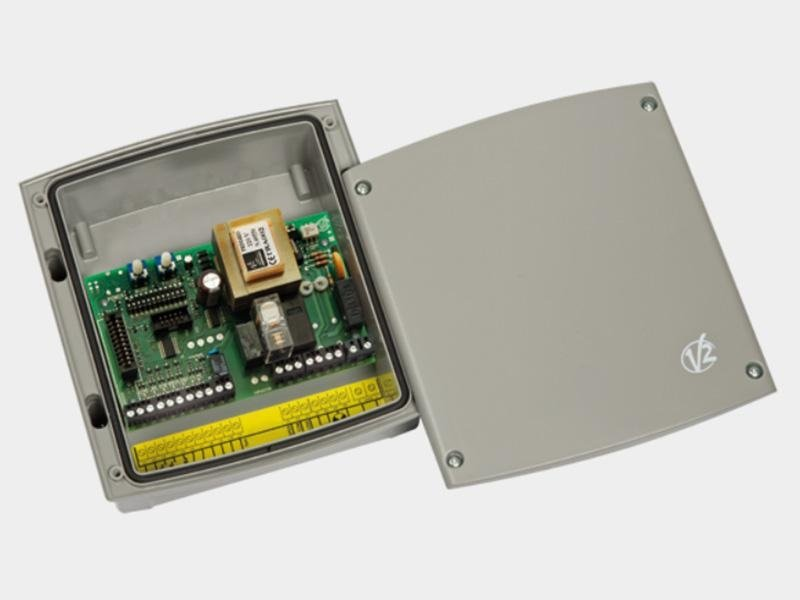 EASY2 Centrale di comando analogica 230V per serrande avvolgibili con luce di cortesia e chiusura automatica