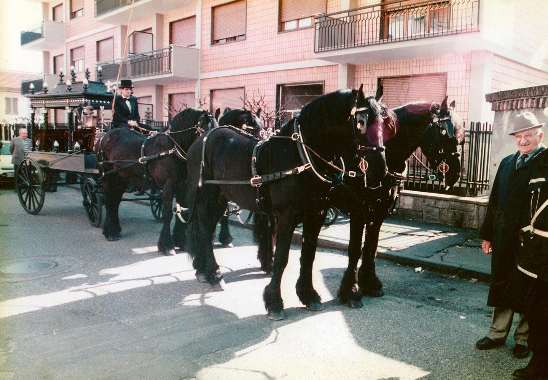trasporto funebre a cavallo