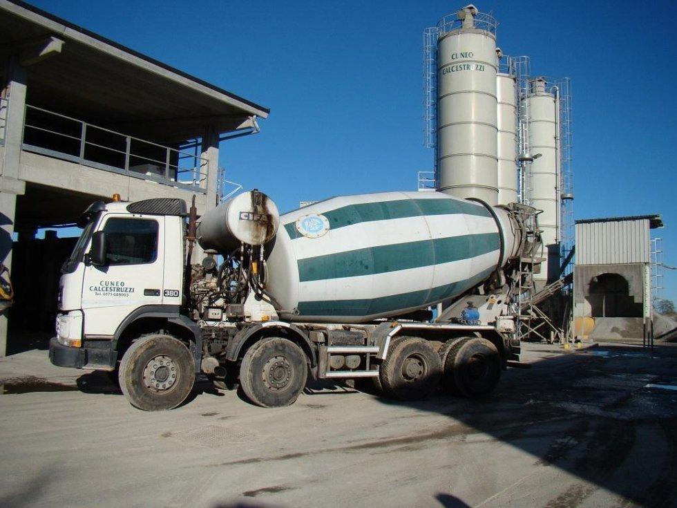 Camion malaxeur pour le transport de béton
