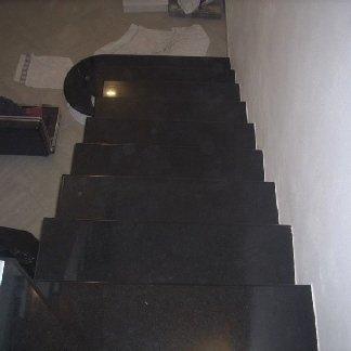 scala lucida, gradini in nero assoluto, scalini in nero assoluto