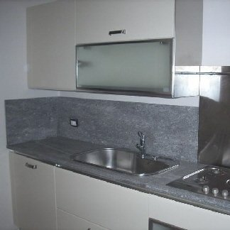 cucina in beola favalle lucida, particolare top cucina, top cucina in pietra