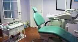 estrazioni dentali, rialzo del seno mascellare, implantologia fissa e mobile