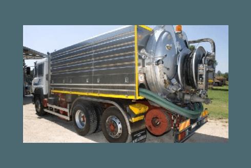 camion con rimorchio atto ad operazioni antispurgo