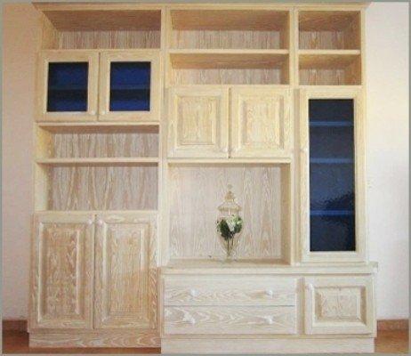 Mobile di pranzo con vetrine,armadi e cassetti in legno chiaro