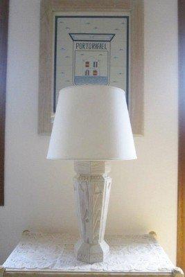 Piedi di lampada di legno scolpito