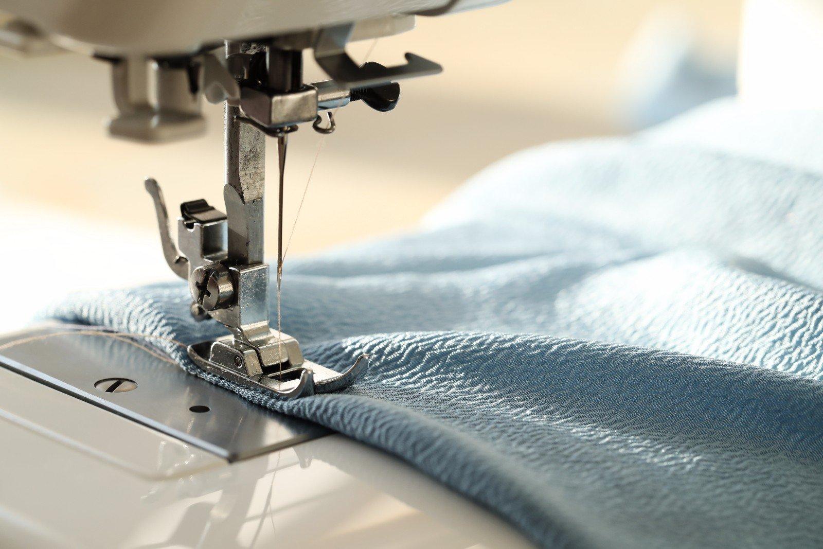 Primo piano delle punto festoni di una macchina da cucire