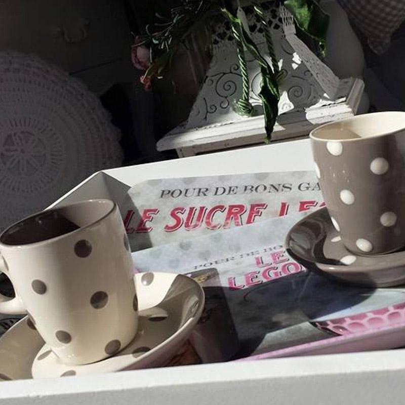due tazze con piattino