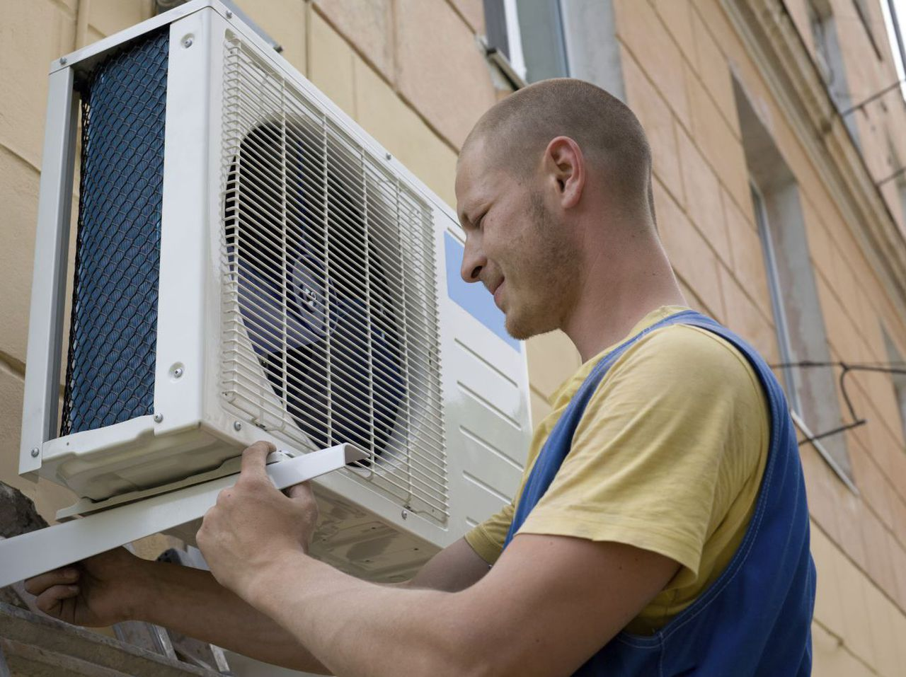 An HVAC contractor at work in Lincoln, NE