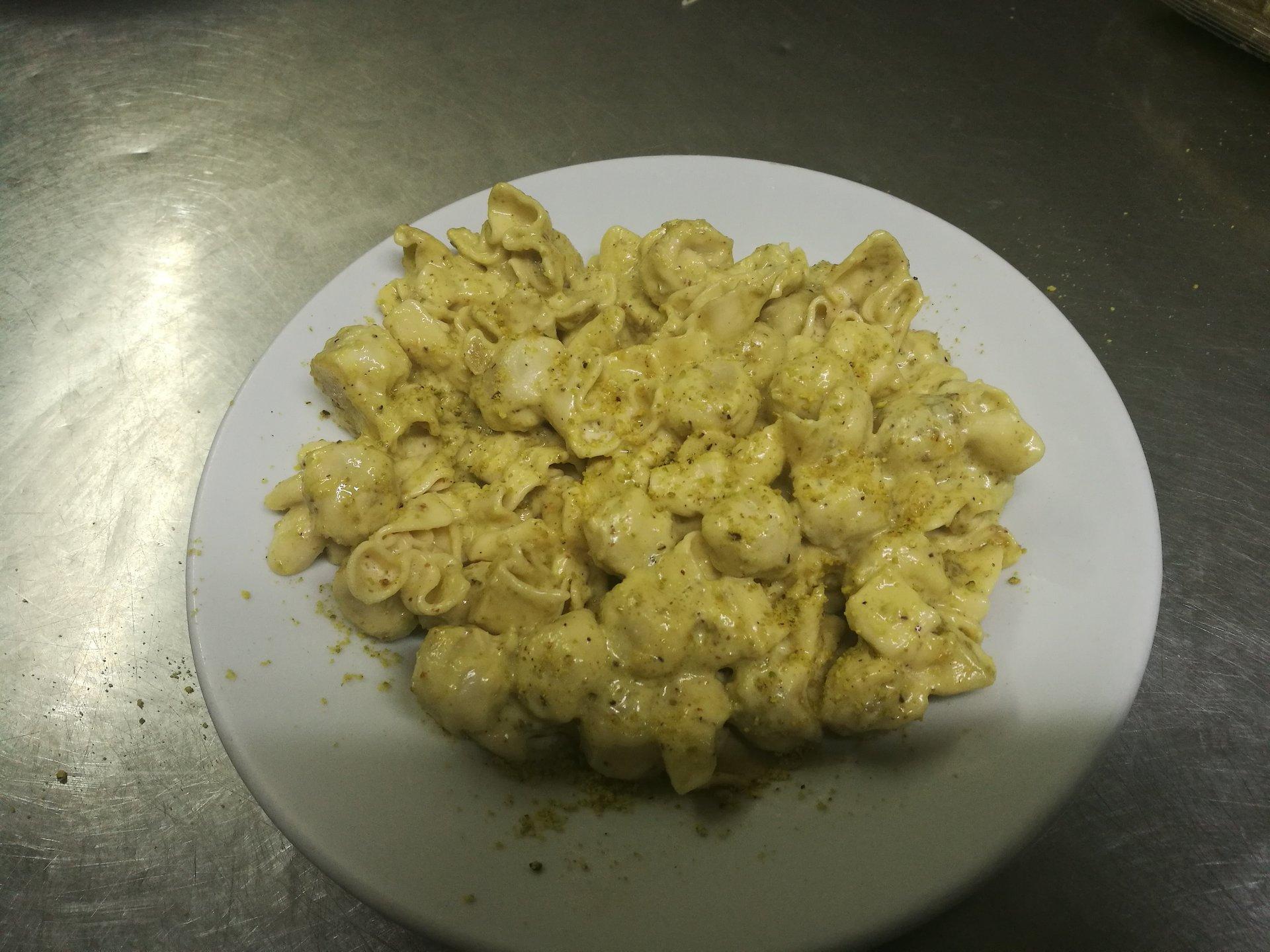 saccottini ripieni di prosciutto crudo con salsa al pistacchio