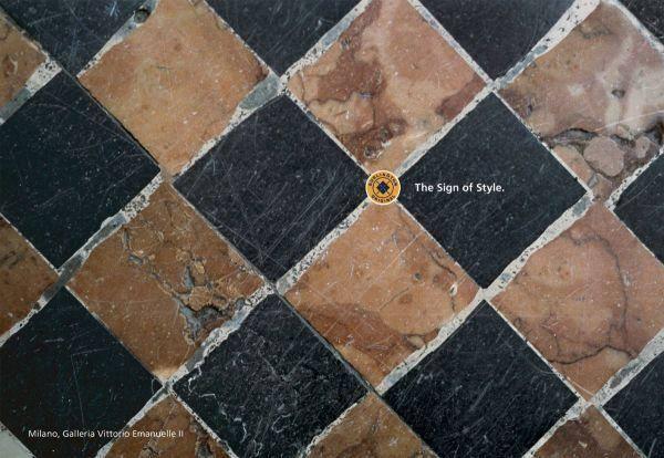 un pavimento a scacchi e una scritta del marchio The sign of style