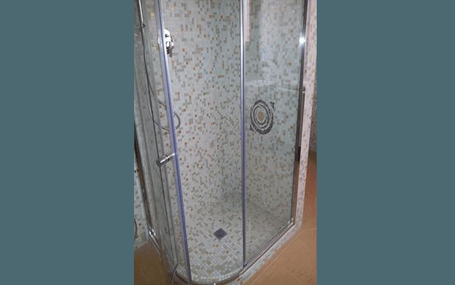 nuova cabina doccia con mosaico