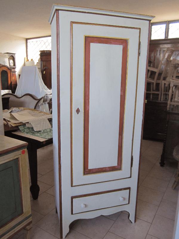 armadio bianco restaurato