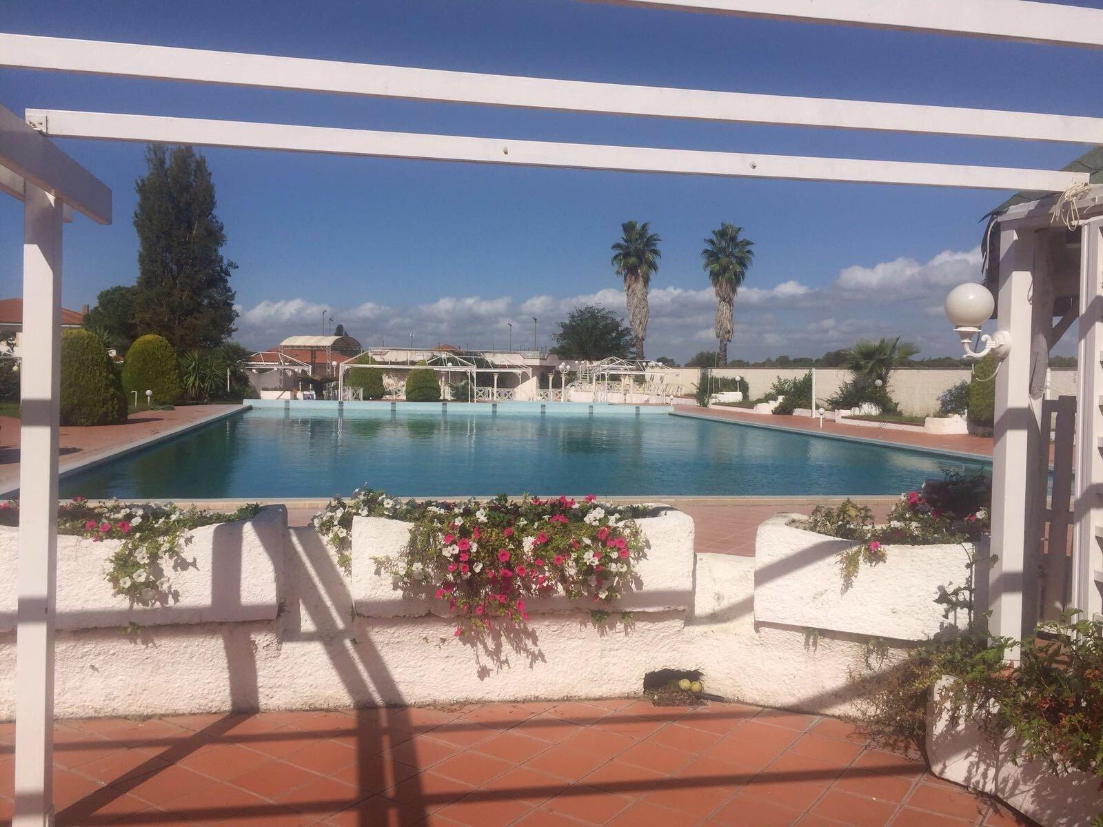 piscina con visuale da lontano