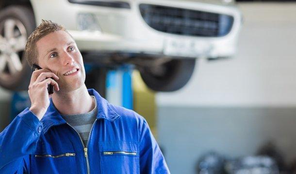a b truck rentals mechanic using mobile phone