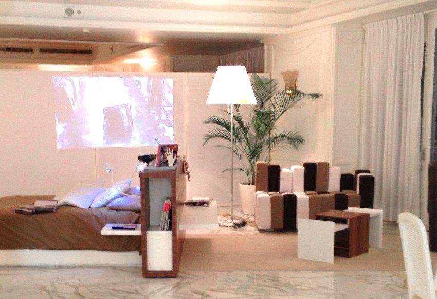 interno con mobili in legno