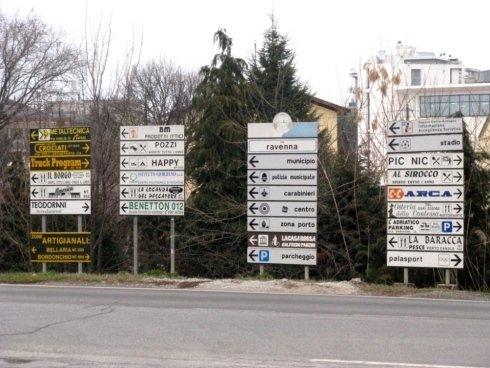 Indicazioni stradali fornite dalla segnaletica