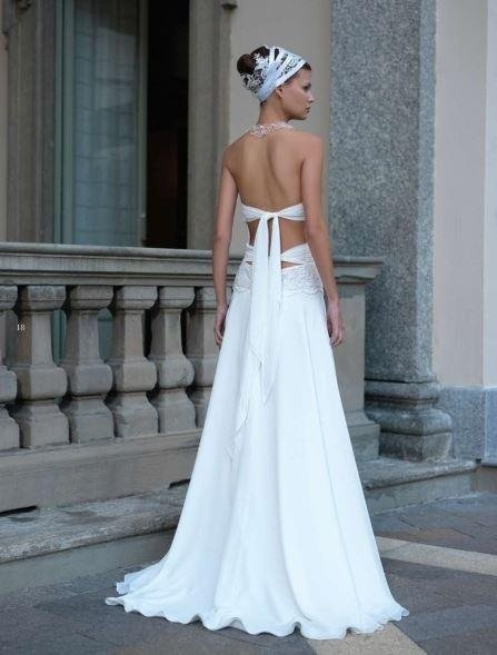 Dress slipped in georgette with lace bodice and bare back with knotted bands