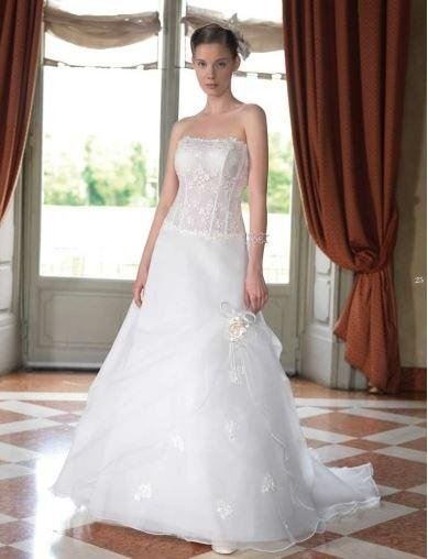 Dress little off with lace bodice and skirt in organza