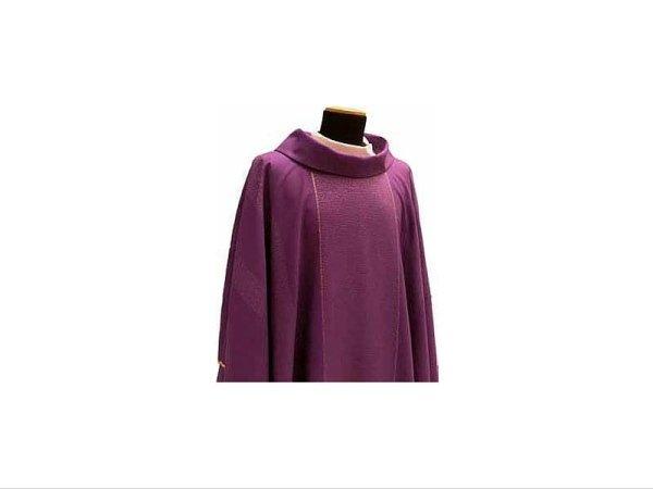 Chasuble round collar purple