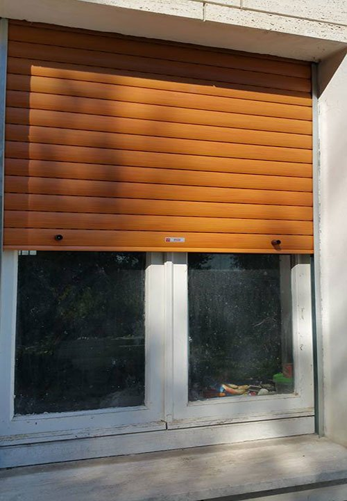 Finestra con la persiana a Corridonia
