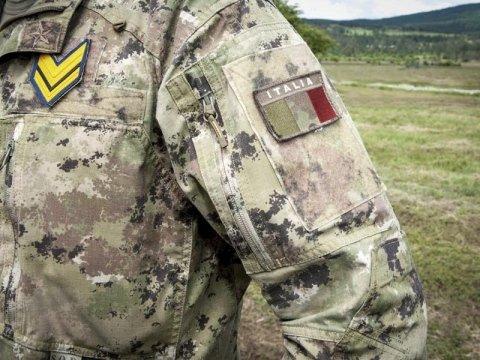 Divise e uniformi