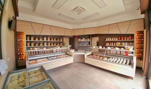 Interno di un negozio di pasta e pane