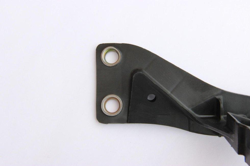 Boccola su componente automotive