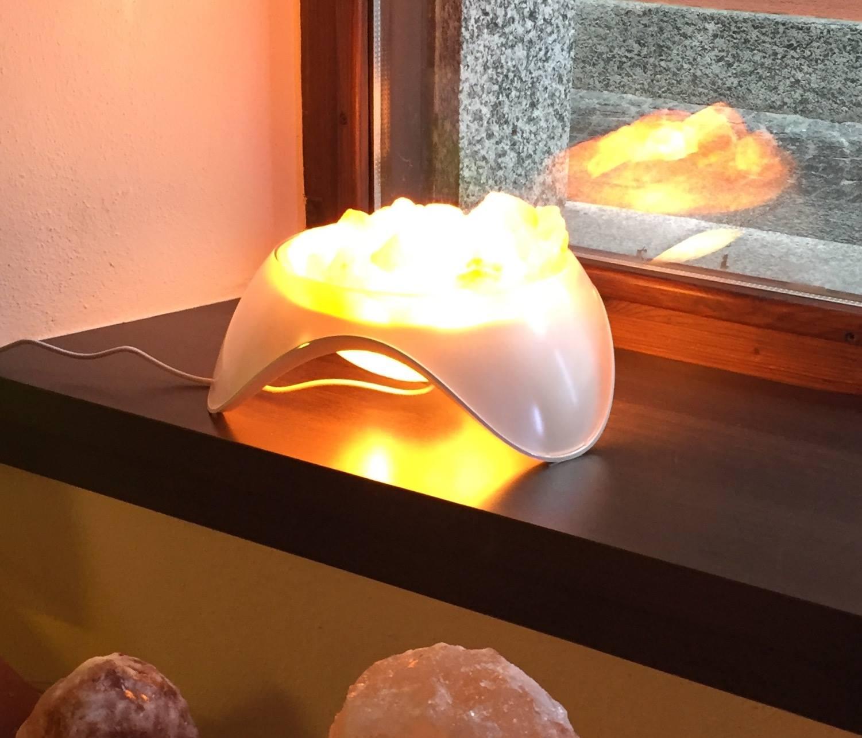 pietre dentro un contenitore luminoso